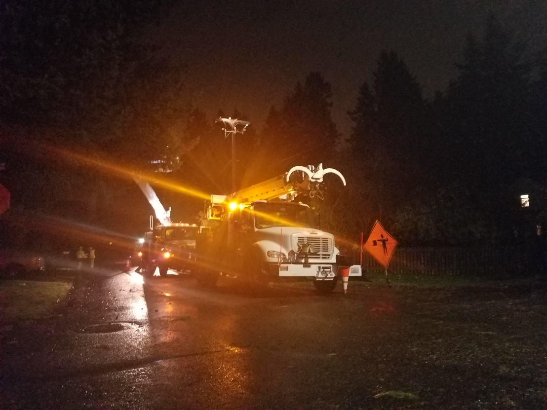 Wind gusts near 50 mph in Olympia knock power out forthousands