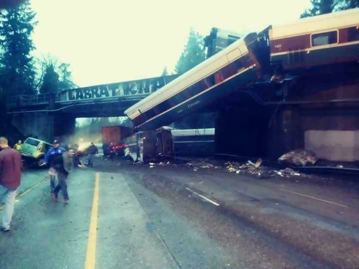 I-5 south to remain closed at least one more day as train cars are movedout