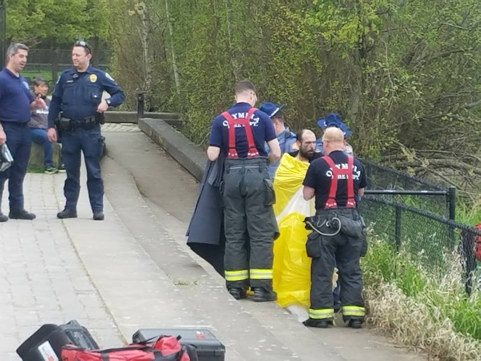 Man jumps into Capitol Lake in attempt to avoid police, later rescued